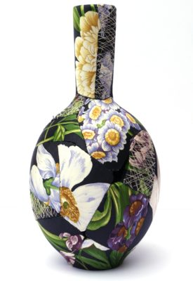 zoehillyard-ceramic-patchwork_black-bulb-vase-2013_silk-ceramic-thread_23cmx11cm