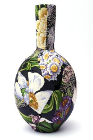 zoehillyard-ceramic-patchwork_black-bulb-vase-2013_silk-ceramic-thread_23cmx11cm